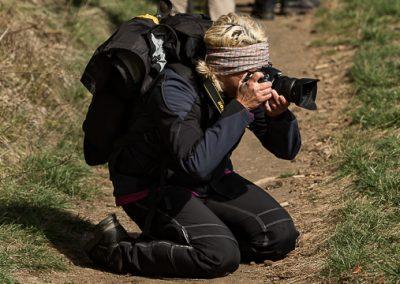 fotografin knieend kamera